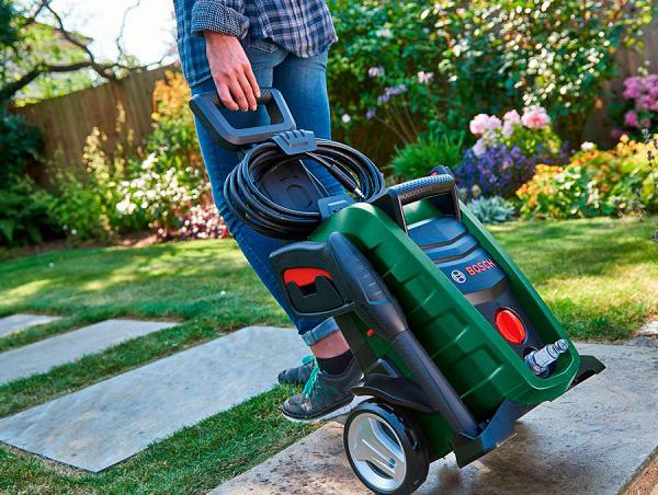 Thiết kế máy rửa xe gia đình Bosch nhỏ gọn, tiện lợi cho việc di chuyển