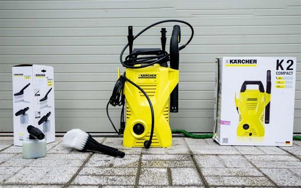 Máy rửa xe Karcher sử dụng mô tơ chổi than truyền thống