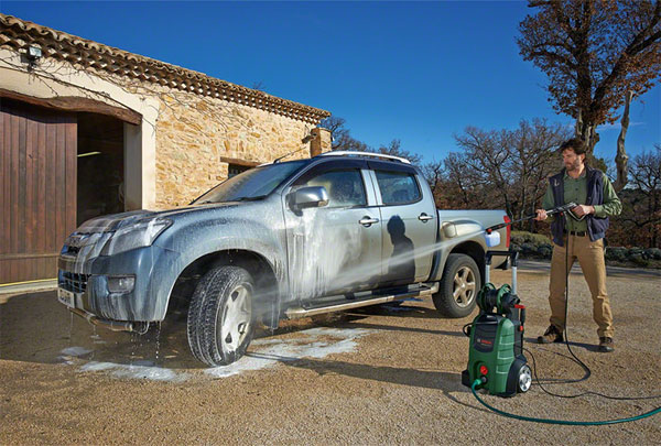rửa xe ô tô con tại nhà