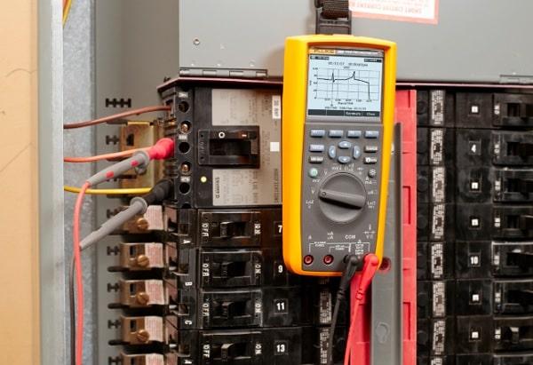 Đồng hồ vạn năng là thiết bị kiểm tra điện hiện đại