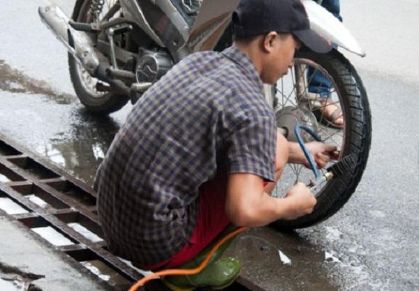 Bạn nên tiến hành kiểm tra xe trước khi tiến hành xịt rửa