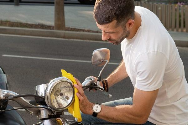 Luôn cần lau khô xe sau khi xịt rửa