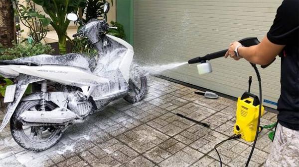 rửa xe máy tại nhà