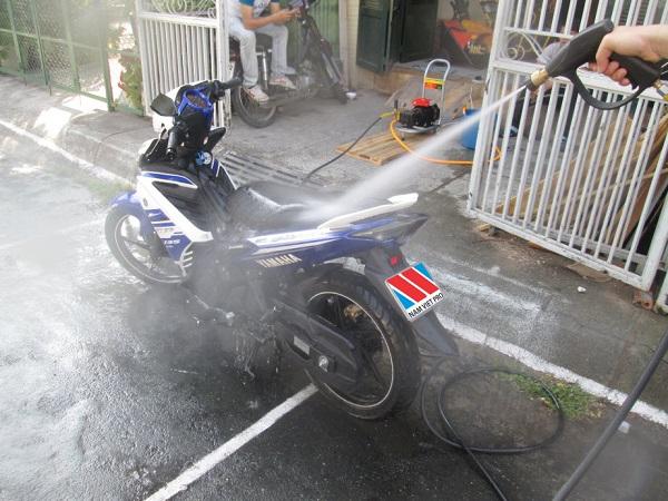 Rửa xe đơn giản tại nhà