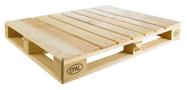 Pallet sử dụng để đóng bàn