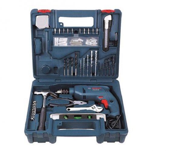 Chuẩn bị đầy đủ các dụng cụ để thực hiện làm bàn học như máy khoan Bosch