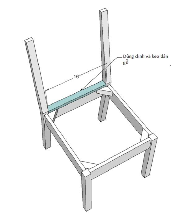 Gắn thanh gỗ phía sau để đảm bảo độ chắc chắn cho phần lưng ghế