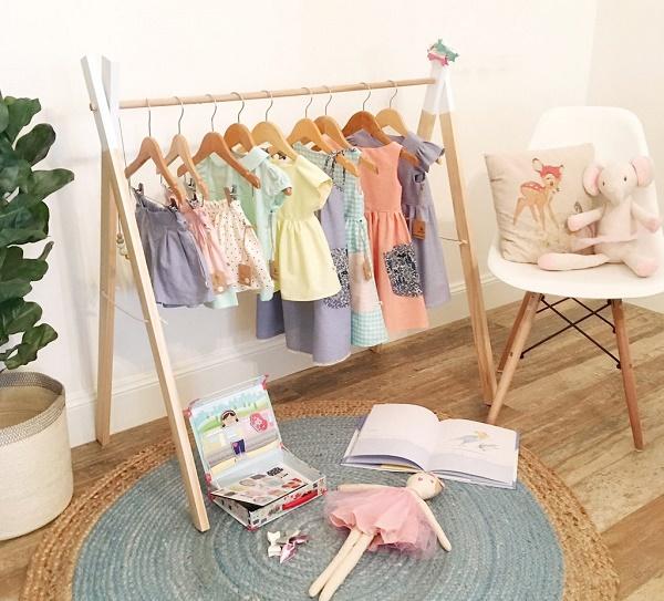 Cách làm giá treo quần áo từ thanh gỗ