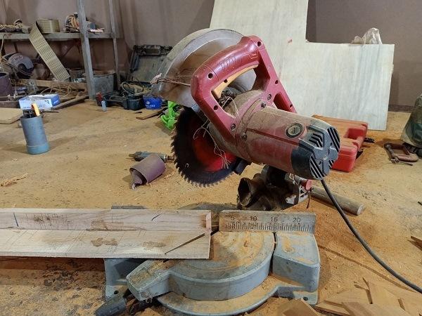 Máy cắt nhôm cắt gỗ