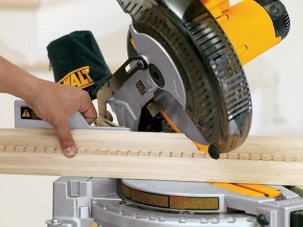 Những lưu ý khi dùng máy cắt nhôm cắt gỗ