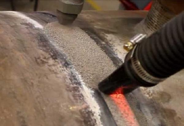 Hàn hồ quang chìm là hàn dưới lớp thuốc để mối hàn có độ bền và tính thẩm mỹ