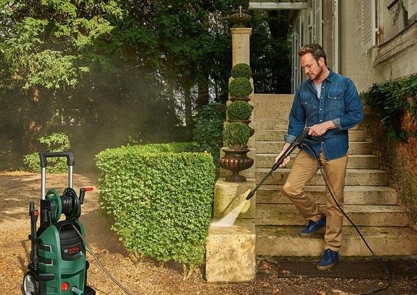 Khả năng xịt rửa sân vườn của máy rửa xe