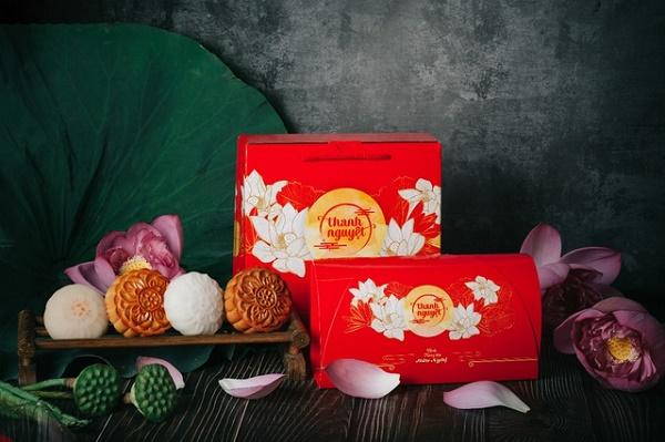 Hộp bánh Trung thu Hữu Nghị truyền thống với hình ảnh hoa sen
