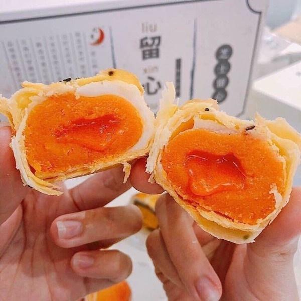 Bánh trung thu nhân trứng chảy thơm mềm béo ngậy