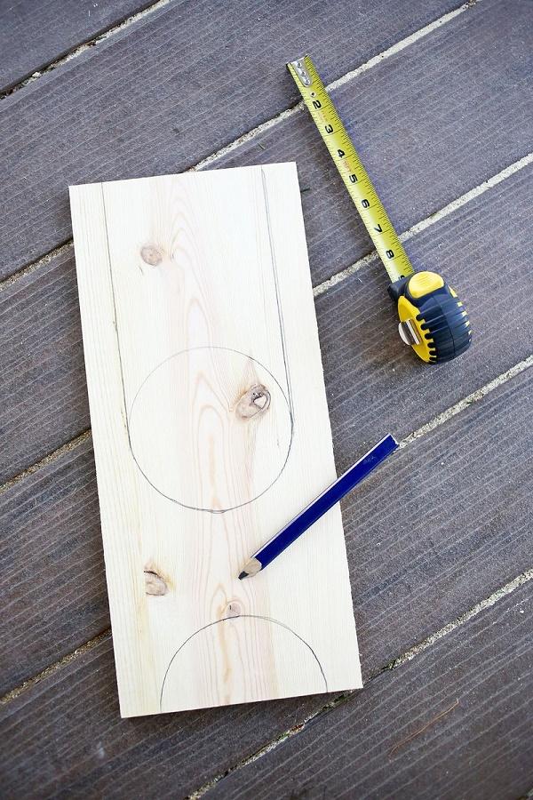 Vẽ các đường tròn để tạo thành chân kệ