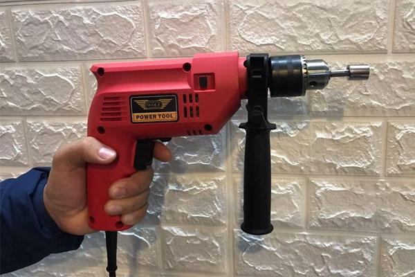 Chuẩn bị máy khoan và các dụng cụ cần thiết khác