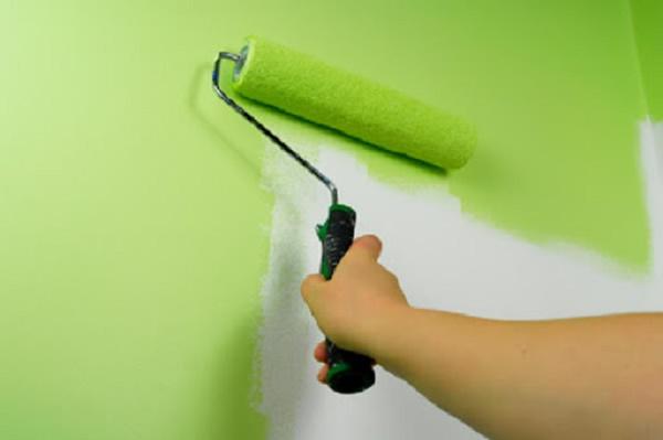 Tiến hành sơn phủ cho tường