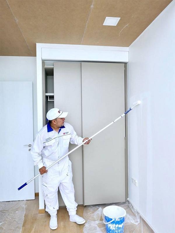 Quét lớp sơn chống thấm để ngăn ẩm