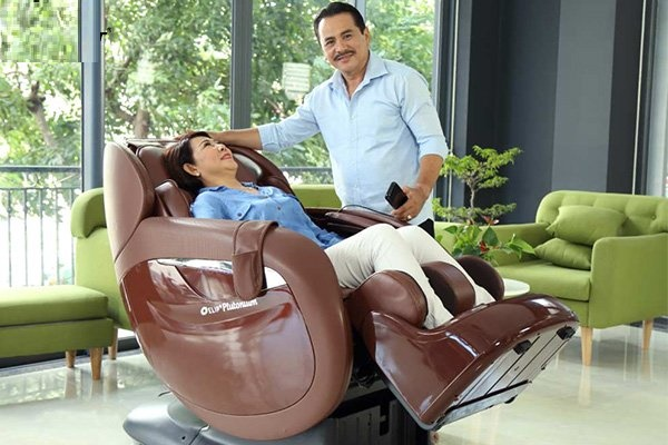Máy massage giúp giảm đi những cơn đau ở tuổi trung niên