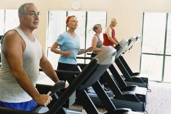 Lựa chọn máy tập thể dục làm quà tặng giúp mẹ có thể tập bất cứ khi nào