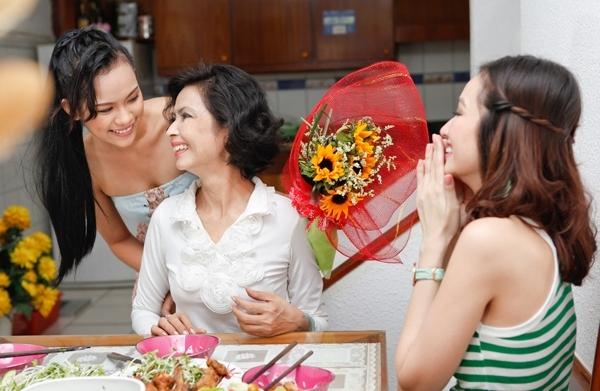 Chọn quà tặng mẹ phù hợp với sở thích, công việc