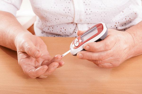 Máy đo đường huyết cần thiết để kiểm soát lượng đường trong máu