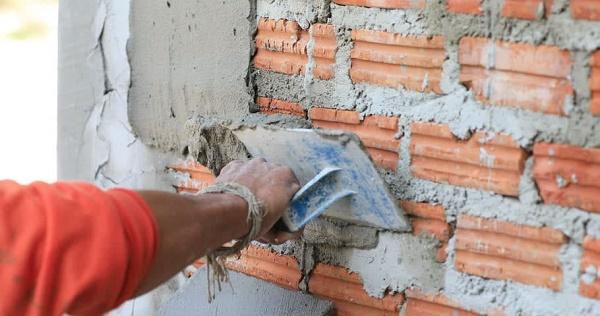 Sửa lại, trát lớp xi mang mới cho tường