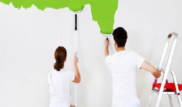 Lăn lớp sơn bề mặt để hoàn thiện và tăng tính thẩm mỹ