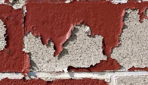 Tường nhà bị bong tróc do ánh nắng trực tiếp