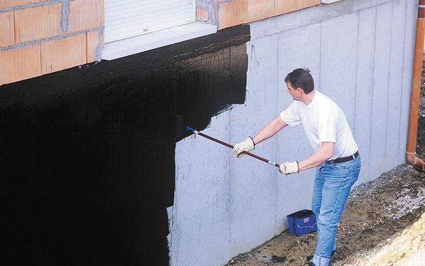 Lưu ý cần làm sạch tường nhà để chống thấm