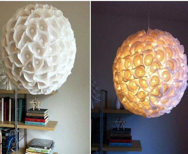 Đèn chùm hoa từ ly giấy cho căn phòng nhẹ nhàng