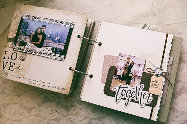 Album ảnh chứa những bức ảnh kỷ niệm của gia đình