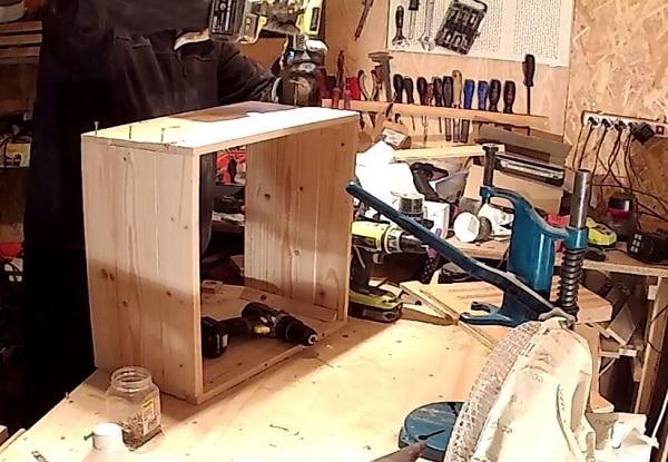 Tiến hành đóng thùng gỗ