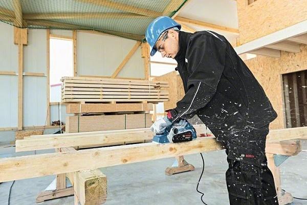 Người thao tác cần biết cách sử dụng, thao tác với máy bào gỗ