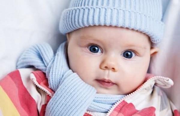 Các mẹ cần phải giữ ấm cho trẻ để phòng bệnh
