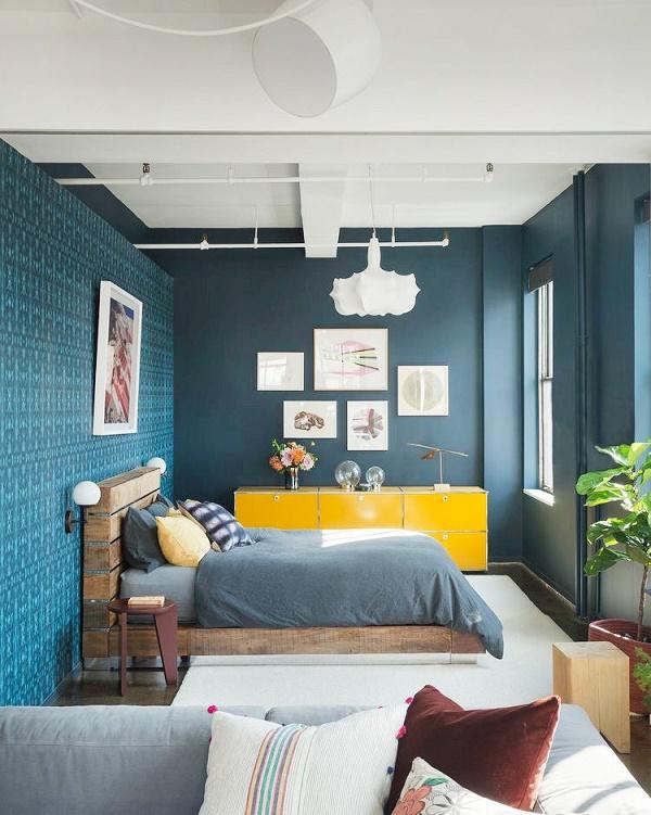 Không gian lãng mạn hài hòa với gam màu xanh navy mát mẻ