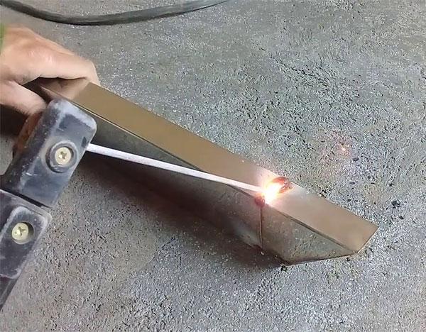 Máy hàn que có thể hàn trên inox dày