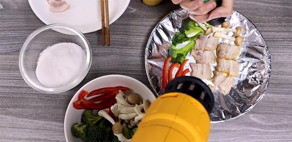 Nướng thịt bằng máy khò nhiệt