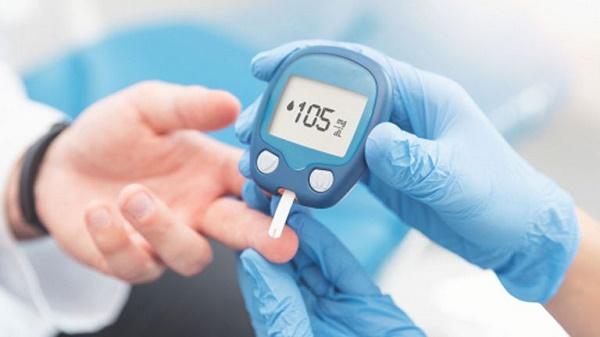 Tặn máy đo đường huyết giúp theo dõi sức khỏe cho cả nhà