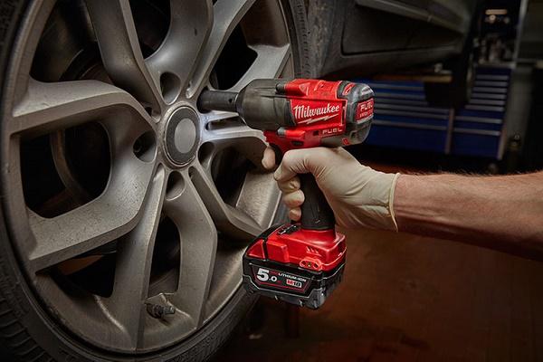 Siết bu lông bánh xe đúng lúc đảm bảo độ bền và an toàn