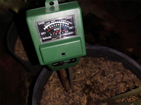 Máy đo độ ẩm đất