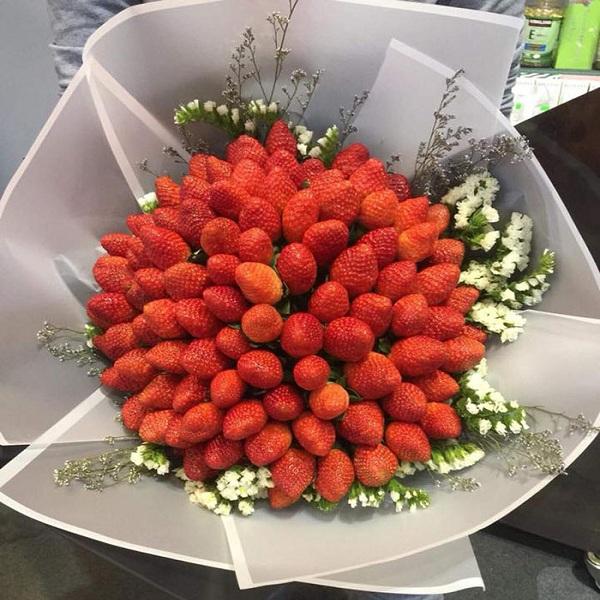 Bó hoa dâu độc lạ hấp dẫn