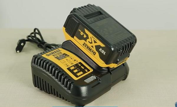 Pin và sạc của máy khoan 18V