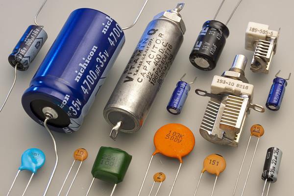 dùng ampe kìm đo tụ điện