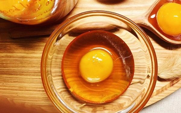 Sử dụng trứng gà để kiểm tra mật ong