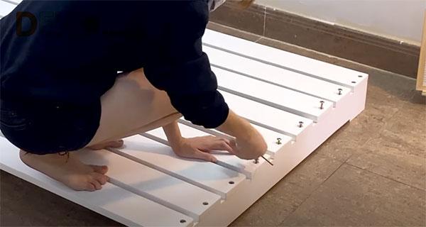 làm giường từ gỗ pallet