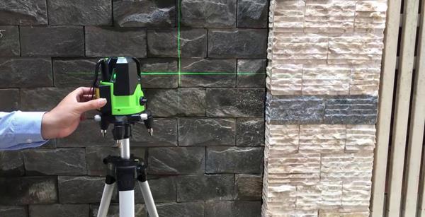 máy cân bằng laser ngoài trời