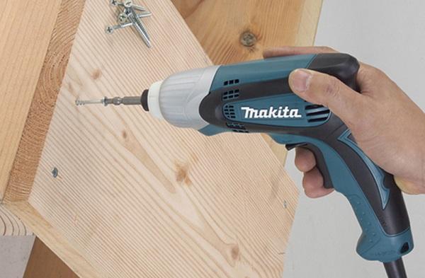 Máy vặn vít dùng điện Makita TD0100