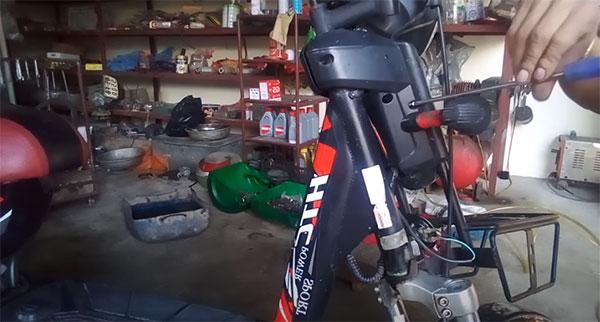 Rửa xe đạp điện xong không đi được