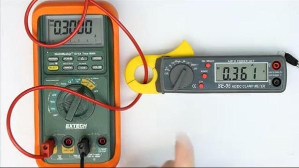 đo dòng điện bằng ampe kìm